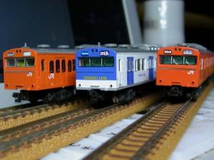 (左)クハ103-815、(中)クハ103-371、(右)クハ103-365