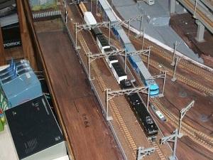 新旧貨物列車の競演