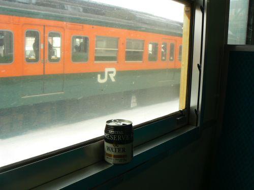 電車の中で呑む雪見酒の美味さといったら(ry