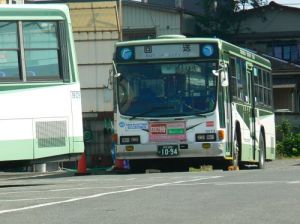 すっかり珍しくなった、青竹色のバス