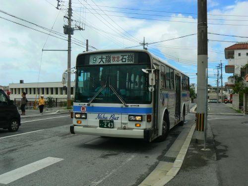 もと小田急バスの那覇市内線車両