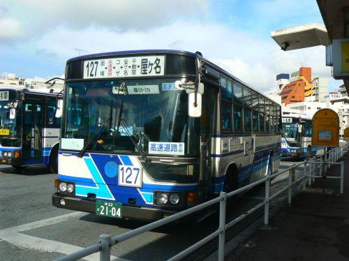 1日1往復の高速バス屋慶名行き
