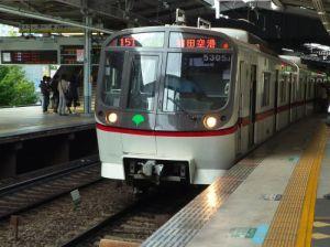 品川駅と白い悪魔