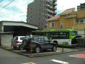 小さなバス車庫