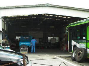 バス車庫の中
