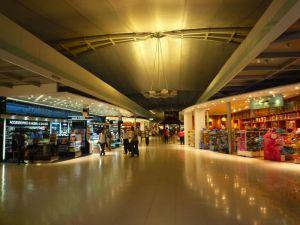 スワンプナーム空港の免税店