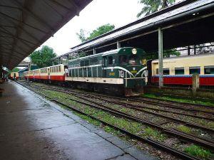 ヤンゴンの近距離列車