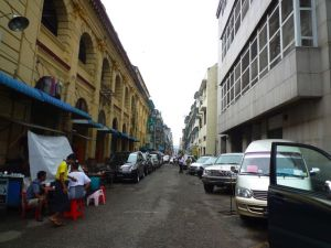ヤンゴン市内のストリート