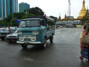 古いマツダのトラック