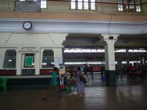 ヤンゴン中央駅出札口