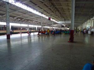 ヤンゴン中央駅1番線