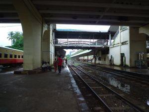 近郊列車ホーム