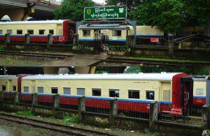 ヤンゴン駅となりの客車区