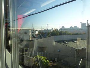 成田への高架線を登る