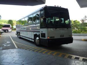 グアムの観光バス