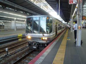 大阪駅と新快速