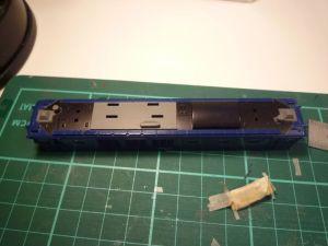 EF64-1000屋根の塗装
